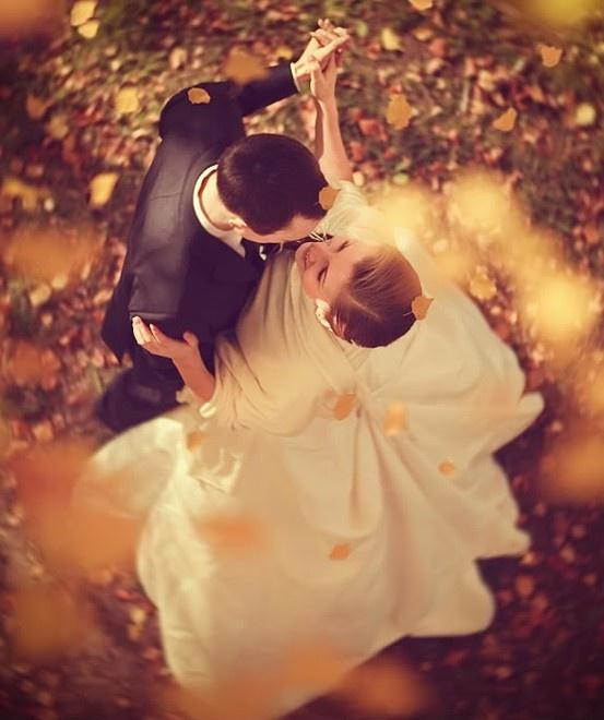 Elegant Fall Wedding Reception: Ideas for Brides on a Budget