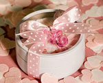 Round Tins Filled With Pink & White Bath Confetti wedding favors